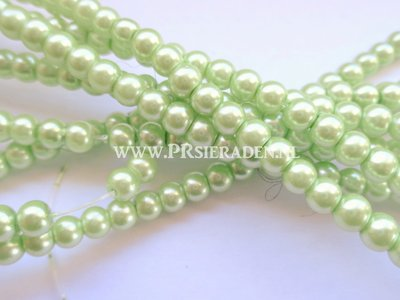 Licht groene glasparels