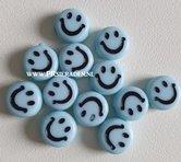 Licht-blauwe-smile-kralen