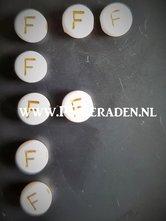 letter-F-acryl-kralen